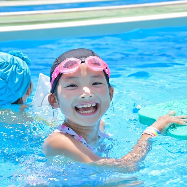 夏天玩水消暑,預防孩子溺水,爸媽必須知道的6大徵兆!保護小頑家的安全,讓暑假戲水變的更安心。