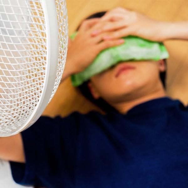 小頑家中暑怎麼辦?3招降低體內溫度,炎熱夏日不能輕忽的4大症狀,預防兒童熱過頭!